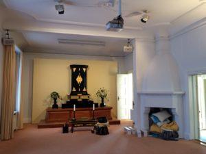 Det buddhistiske alter i stuen.